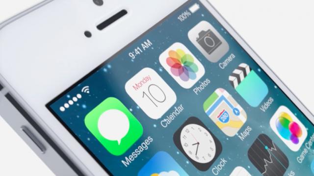 iOS 7 homescreen close up