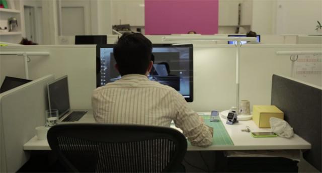 htc-smartwatch-large desk