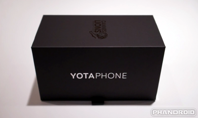 YotaPhone 2 box