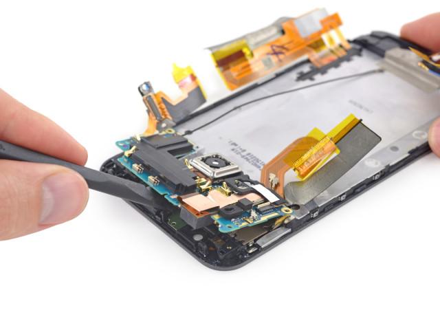HTC One M9 iFixit teardown 3