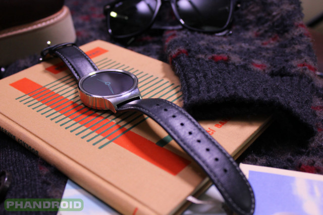 Phandroid-Huawei-Watch-Black-Leather-Glasses-Close