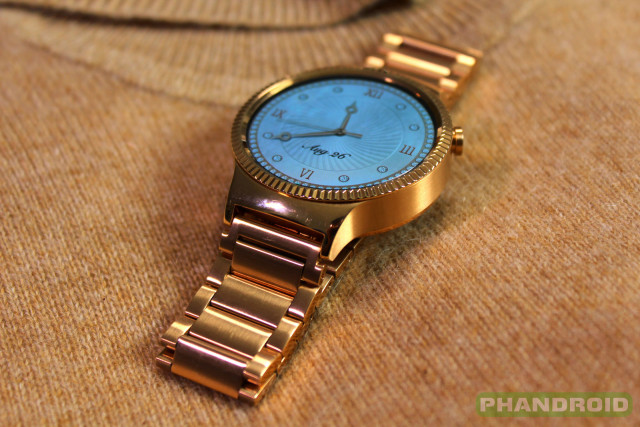 phandroid-Huawei-Watch-Gold-Sweater-Lady