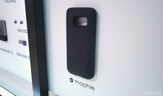 size 40 602b9 0c79d Mophie's Juice Pack for the Samsung Galaxy S7 uses wireless charging
