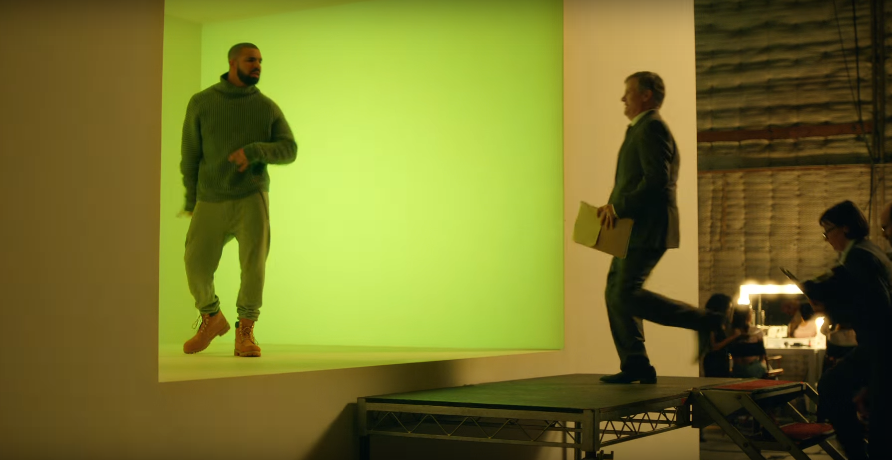 Drake Spoofs Hotline Bling In T Mobiles Super Bowl Ad