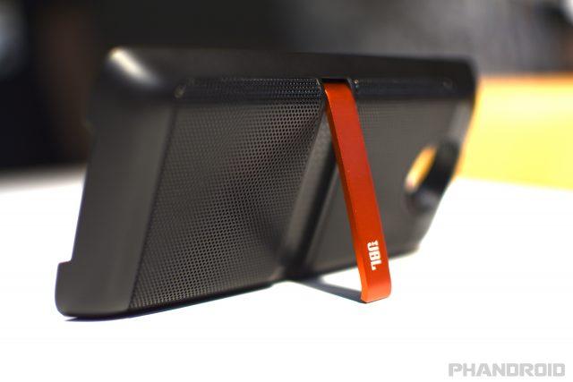 Moto Mod JBL SoundBoost Speaker JAD_0376