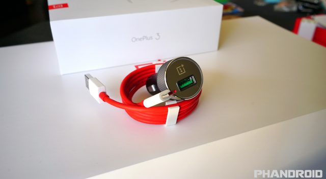 OnePlus 3 Dash Charge car charger DSC00315