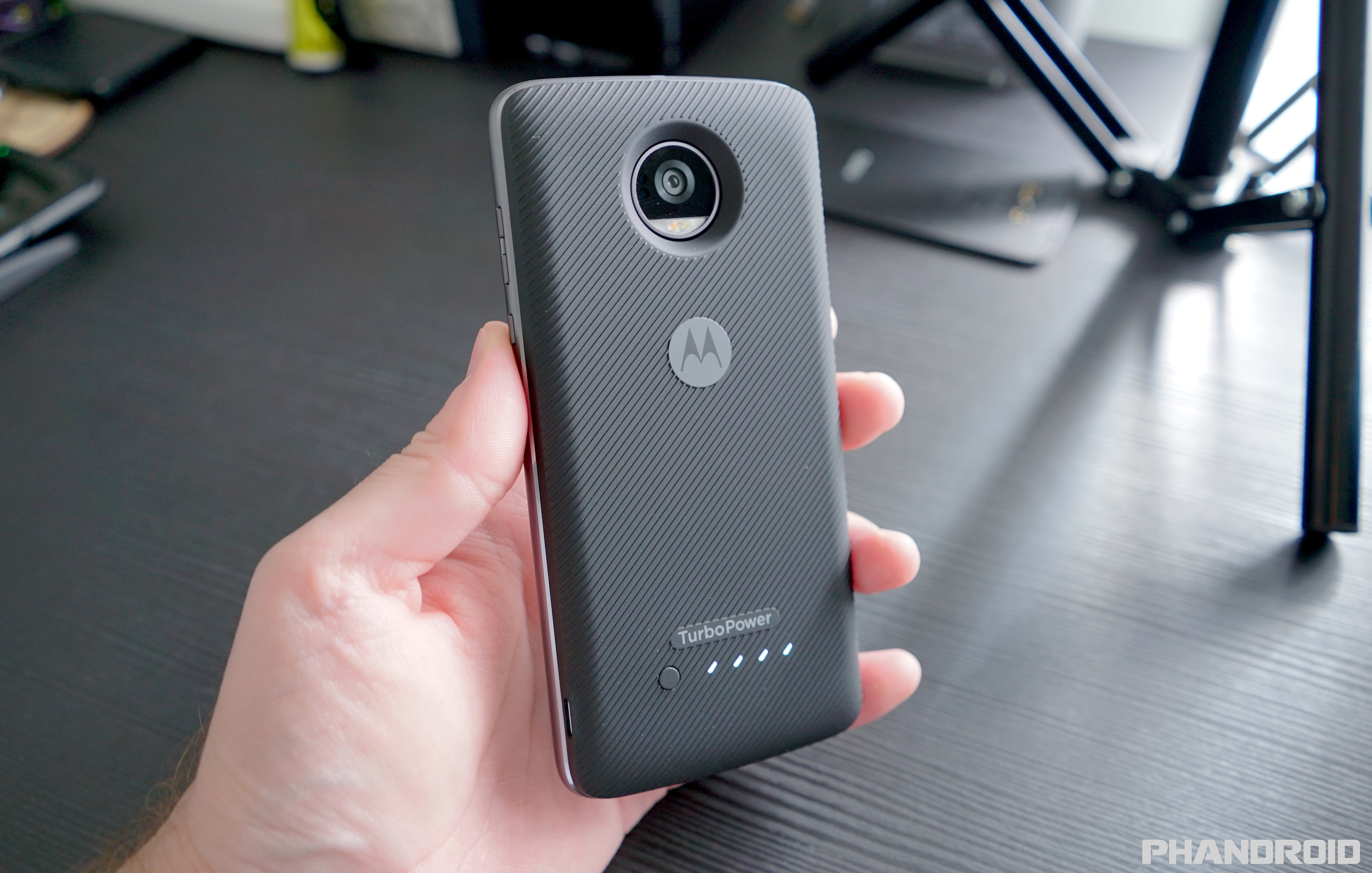 b03e536fe8eca5 For those that truly value battery life above all else, the only option is  to become a slave to Motorola's Moto Mods, magnetic attachments that snap  onto ...