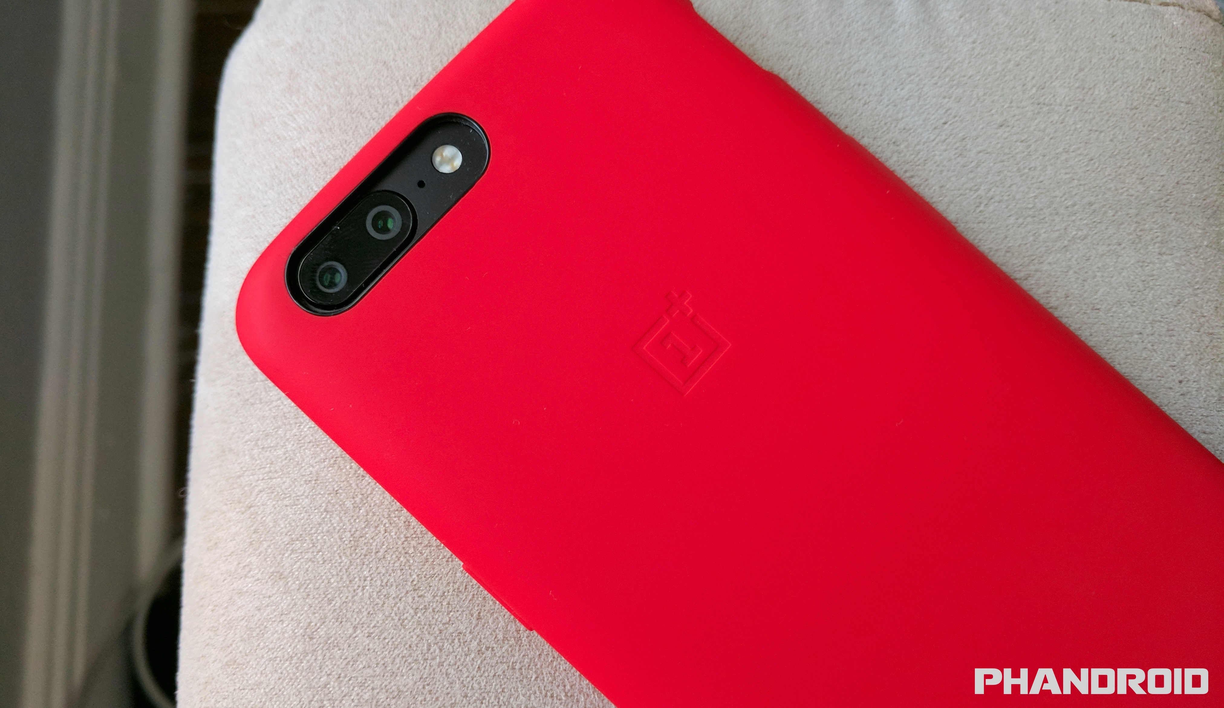 sale retailer f3067 fdb1b OnePlus 5 users reporting excessive battery drain after 911 update