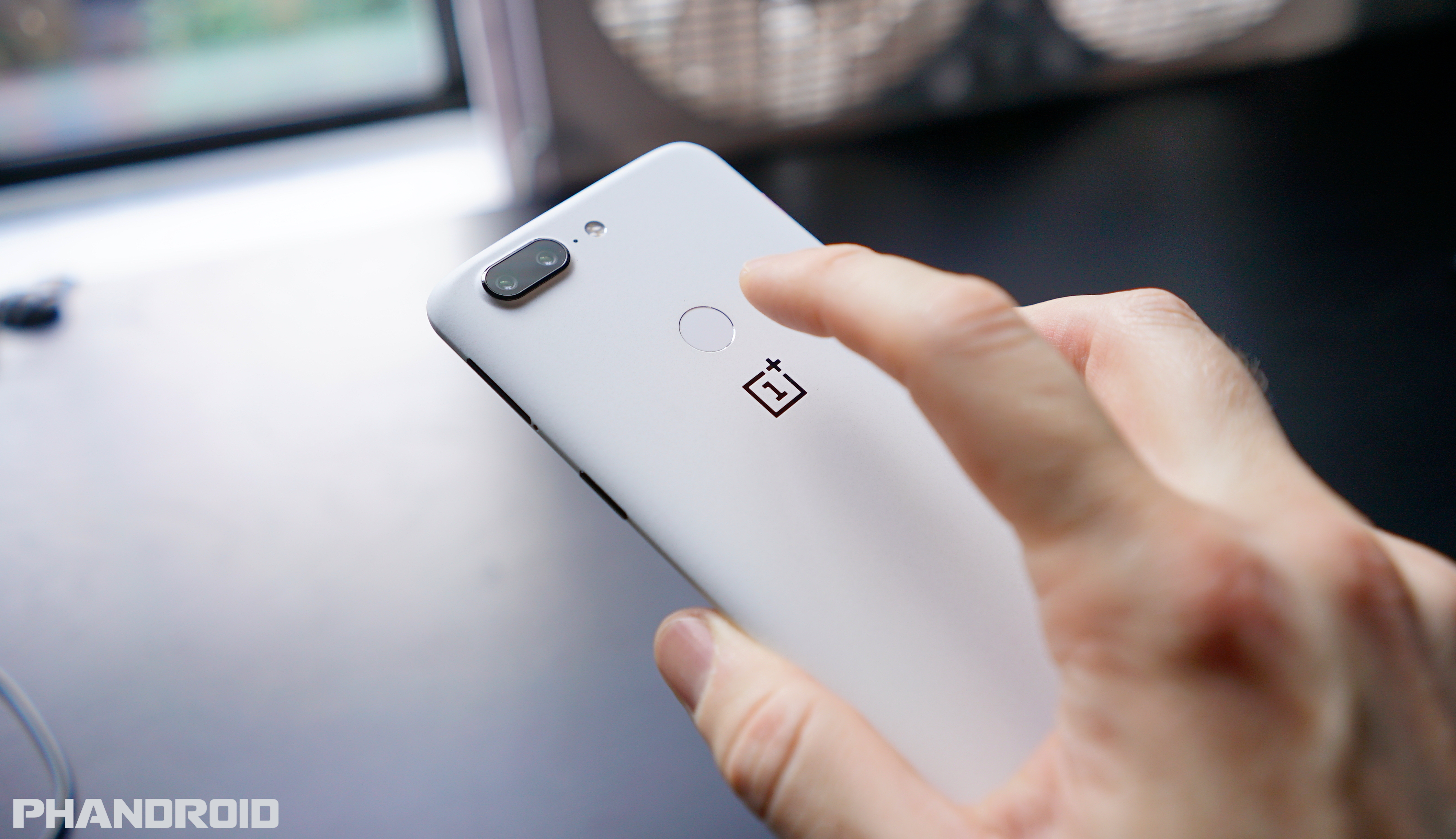 phandroid.com - Tyler Lee - Google not sure if current fingerprint sensors are secure enough for mobile payments