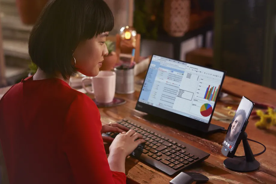 Motorola expects to take on Samsung's DeX Mode with 'Prepared For' on the Edge+